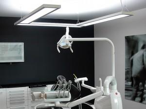 Dentiste-noir-blanc