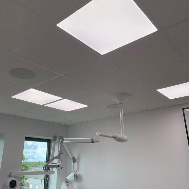 Panneaux LED au cabinet dentaire